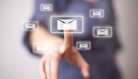 Quais são os perigos que os arquivos anexados no e-mail podem oferecer?